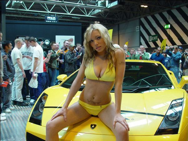 Pretty girls and exhibitions - 01