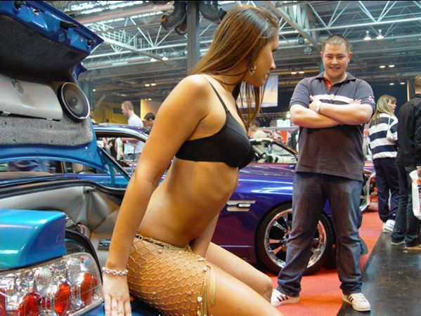 Pretty girls and exhibitions - 02
