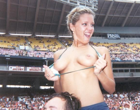 Topless girls on the concerts and festivals - 72