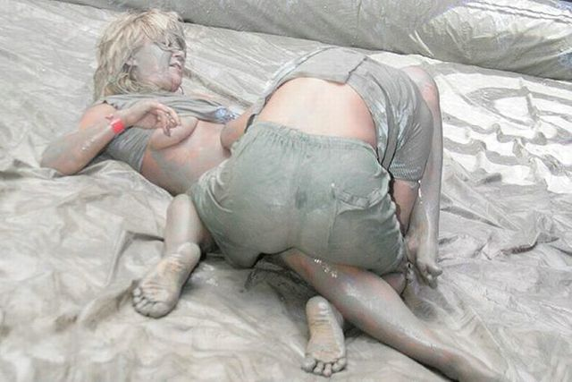 Ukrainian girls mud fight - 05