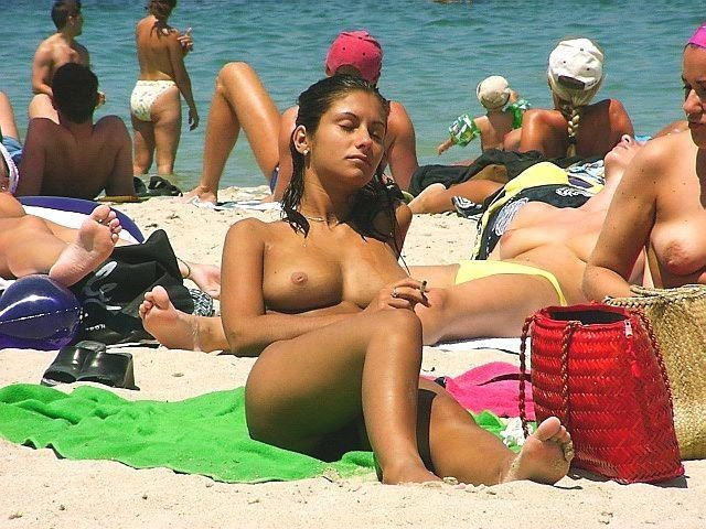 Naked girls on the beach - 14