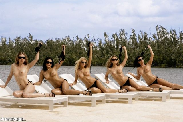 Hot babes posing nude - 01