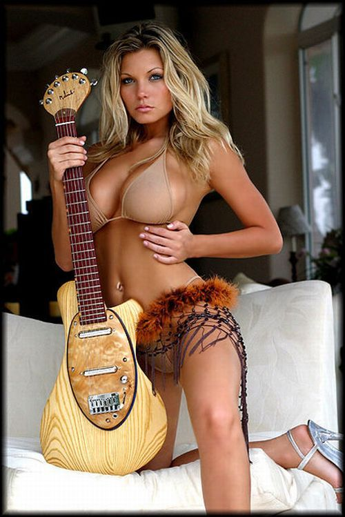 Sexy girls with guitars - 02