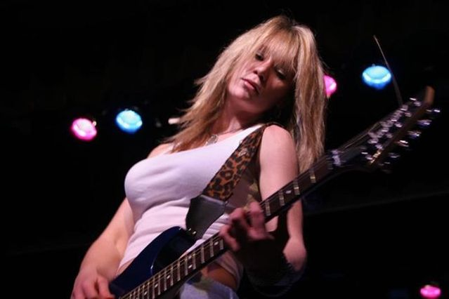 Sexy girls with guitars - 10