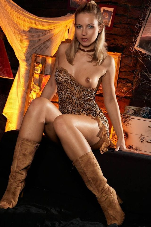Hot babe in boots - 04