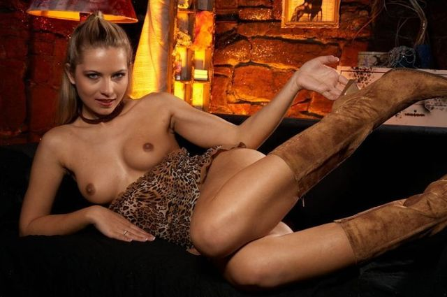 Hot babe in boots - 08