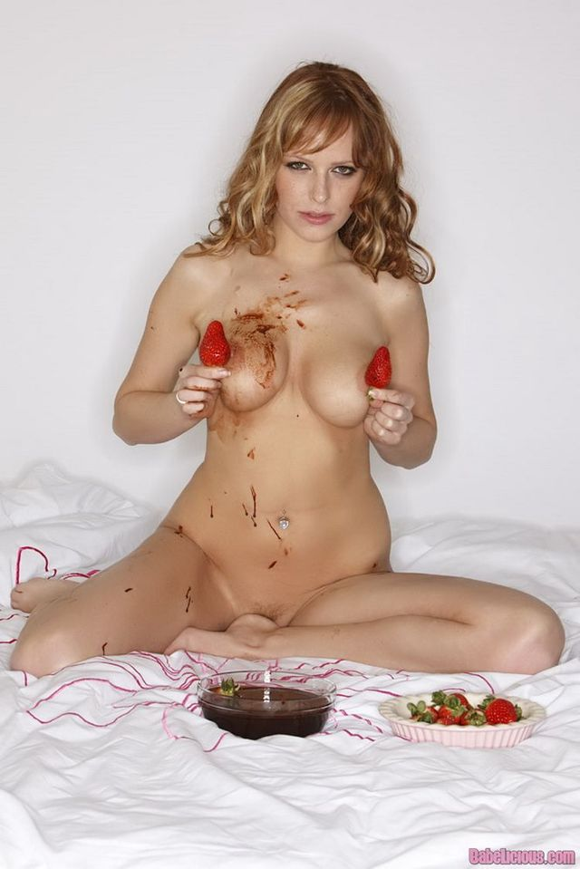 Sexy way of eating strawberries with chocolate - 10