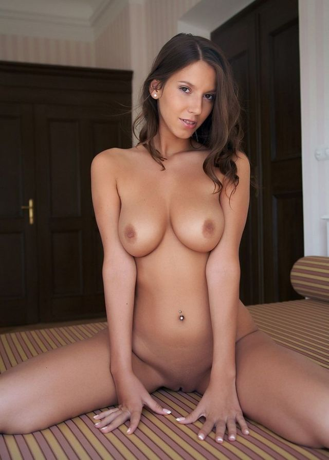 This girls attracts attention as a powerful magnet - 09