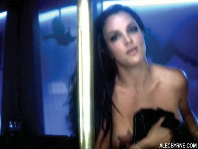 Do you want to see breasts of Britney Spears? Then go inside the post (19 photos)