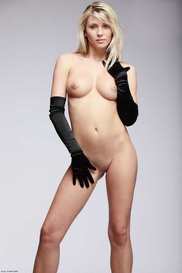 Charming Nicole - 01