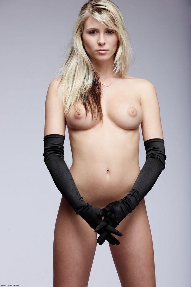 Charming Nicole - 03