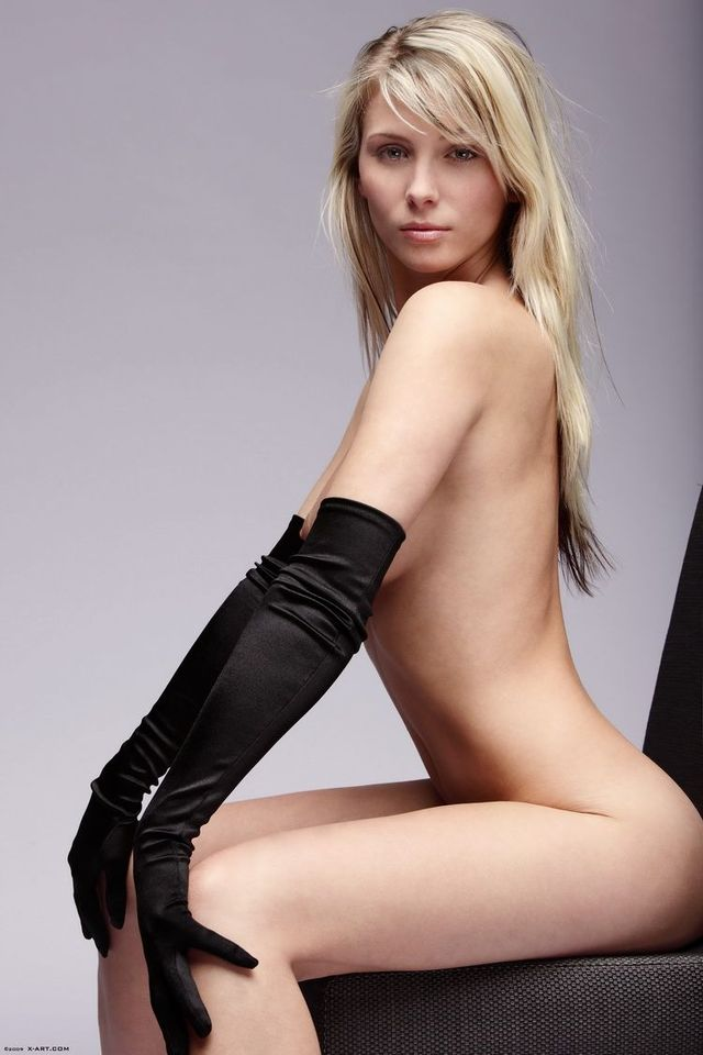 Charming Nicole - 09
