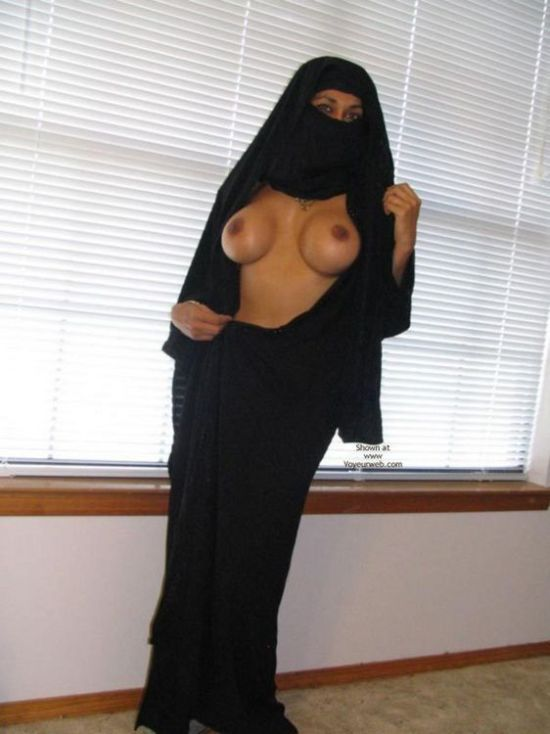 Arab girl with a smoking hot body - 02