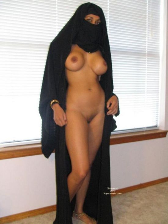 Arab girl with a smoking hot body - 04