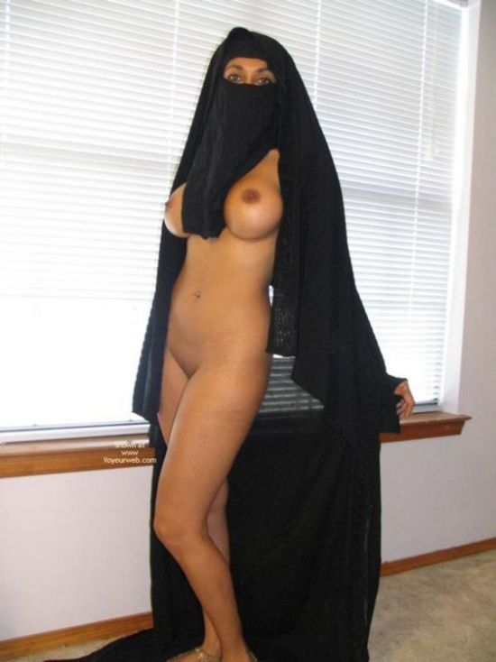 Arab girl with a smoking hot body - 05