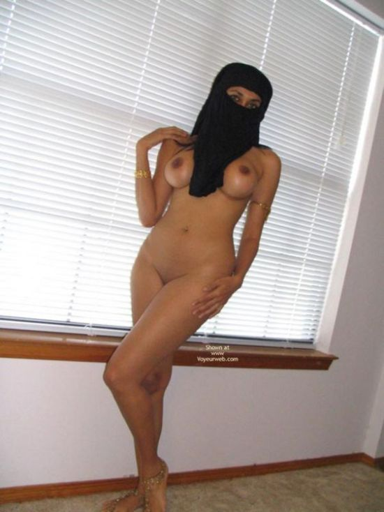 Arab girl with a smoking hot body - 07
