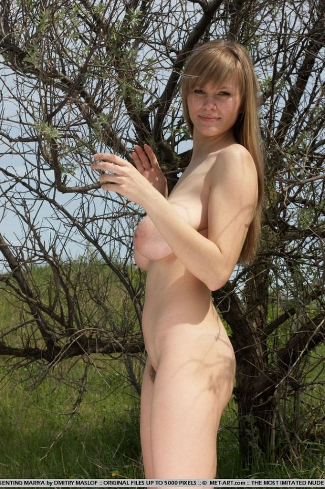 Girl with natural forms - 01