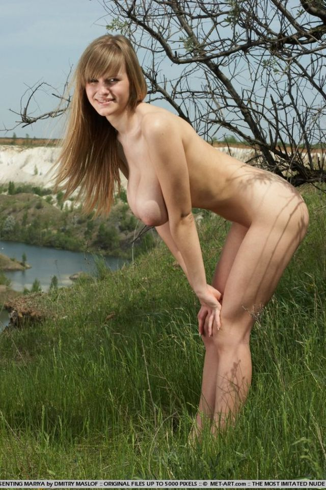 Girl with natural forms - 02