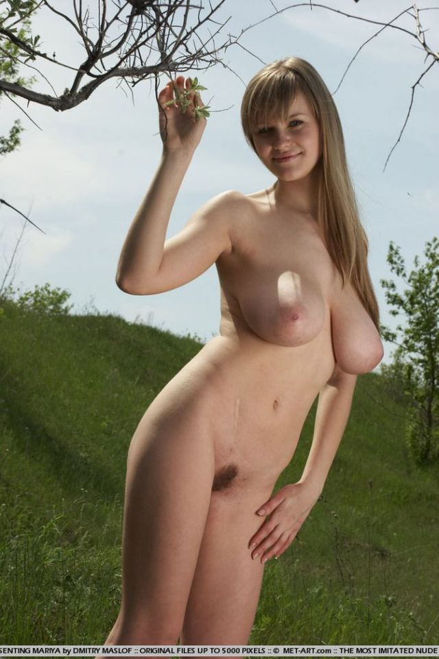 Girl with natural forms - 03