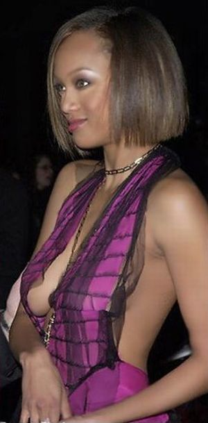 Celebrity side boobs - 50