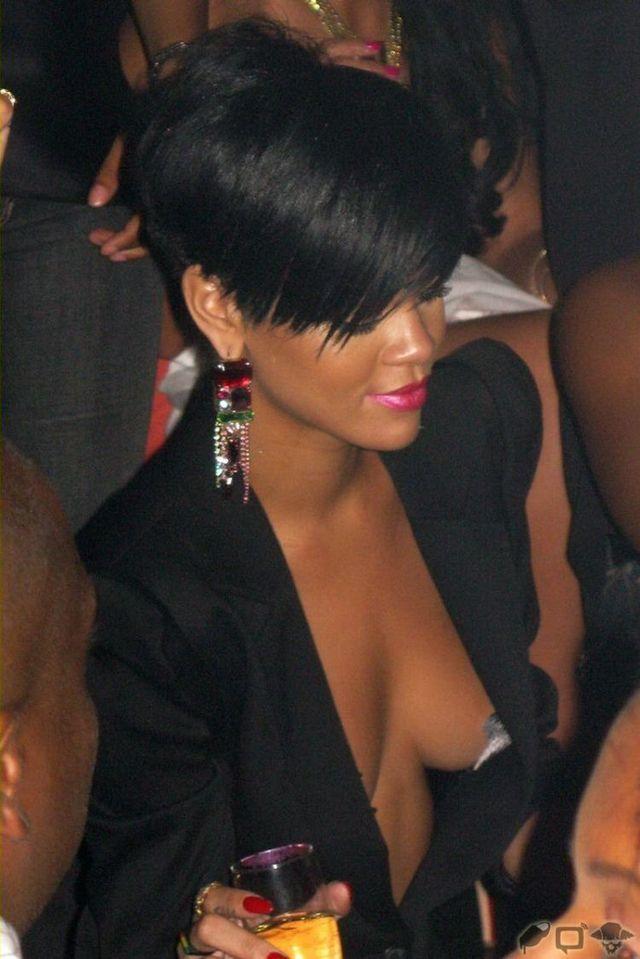 Stars on Rihanna's tits (8 photos)