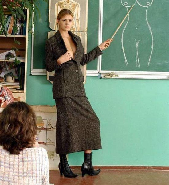 Эротические фото голой учительницы. Молоденькая учительница проводит.