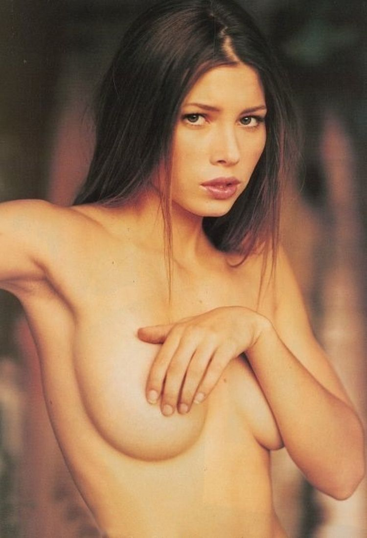 Beautiful Jessica Biel - 16