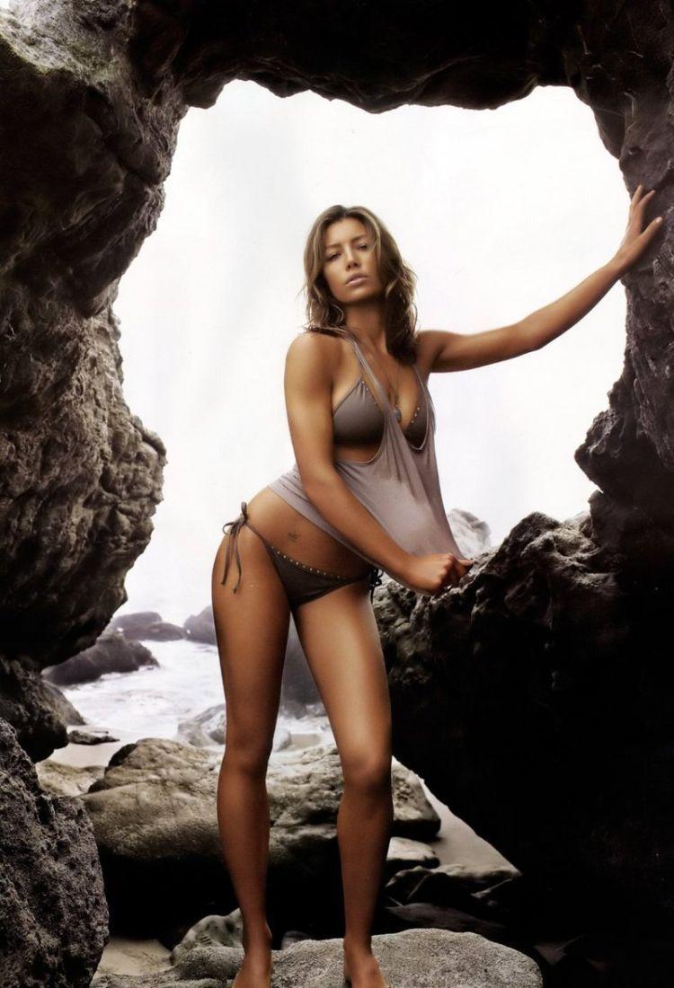 Beautiful Jessica Biel - 33