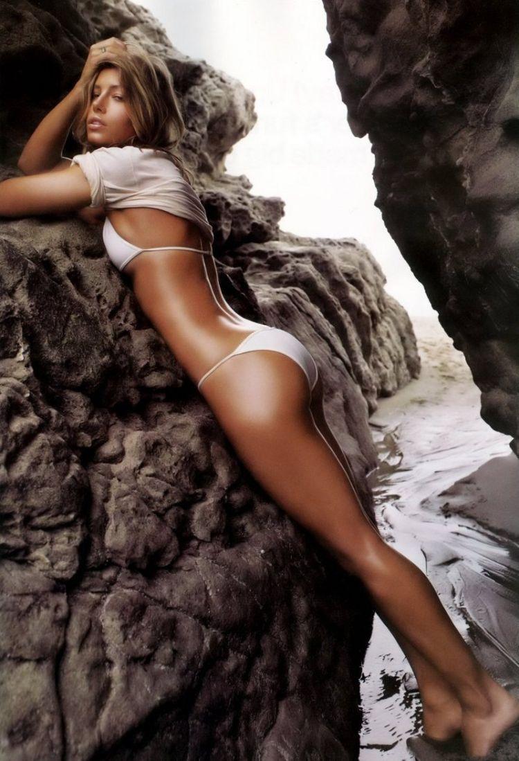 Beautiful Jessica Biel - 34