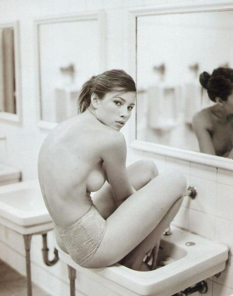 Beautiful Jessica Biel - 35