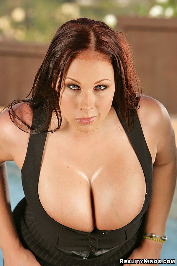 Two cool photo shoots of Gianna Michaels. Her breasts are gorgeous - 06