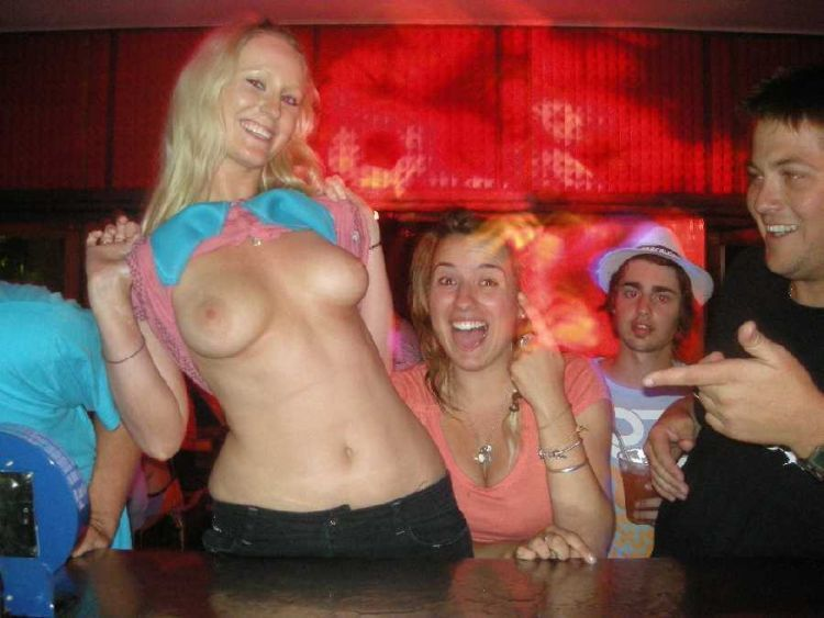 Girls flashing boobs. Photo amateurs - 14