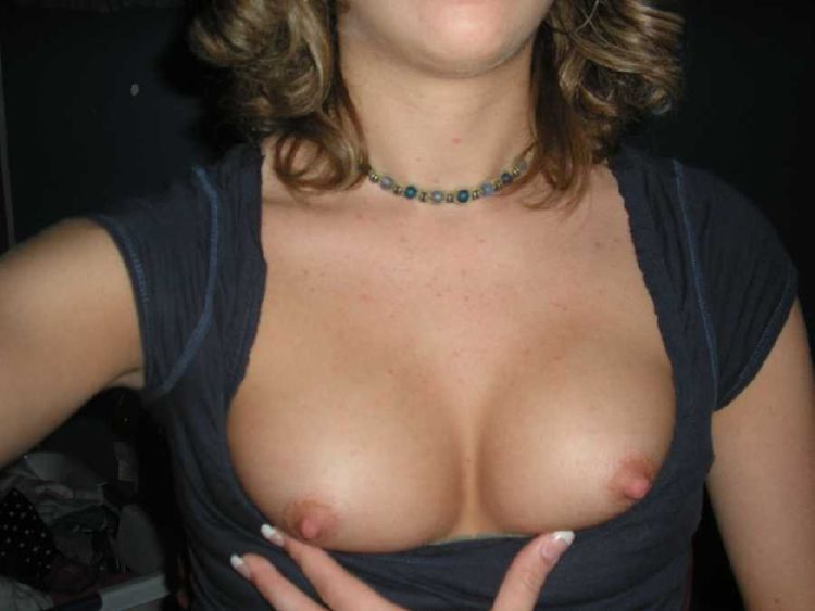 Girls flashing boobs. Photo amateurs - 15