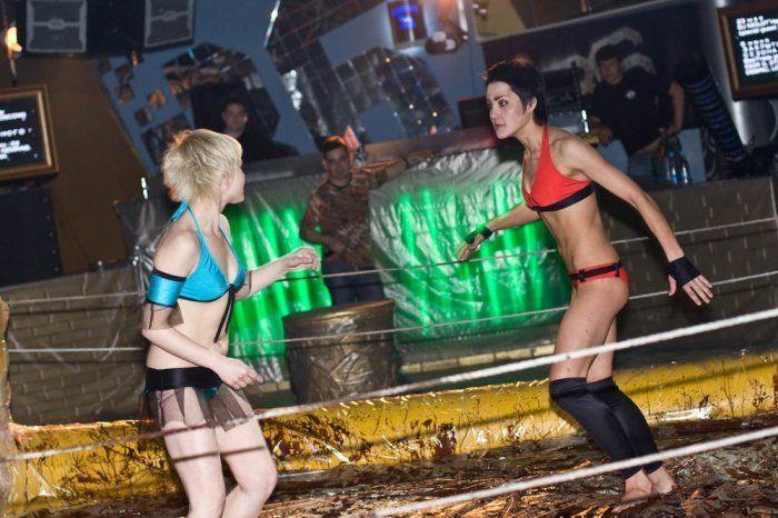 Girls fight in chocolate - 00