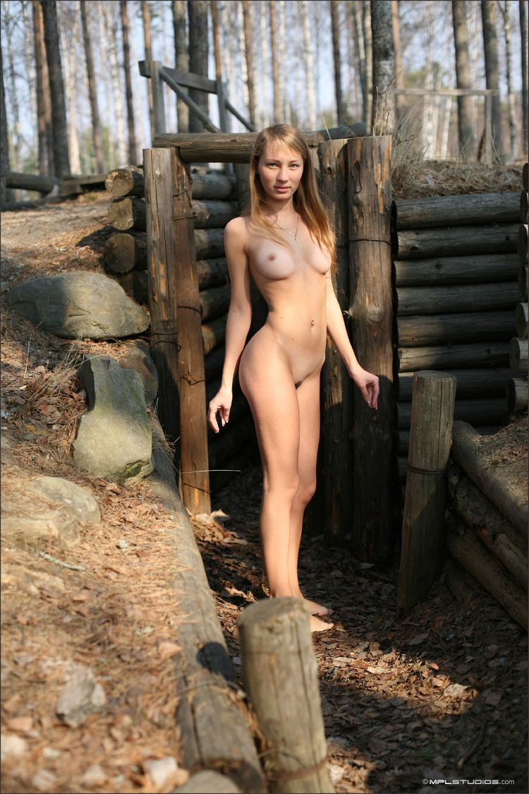 Masha poses in the museum in the open air. Very nice girl - 01