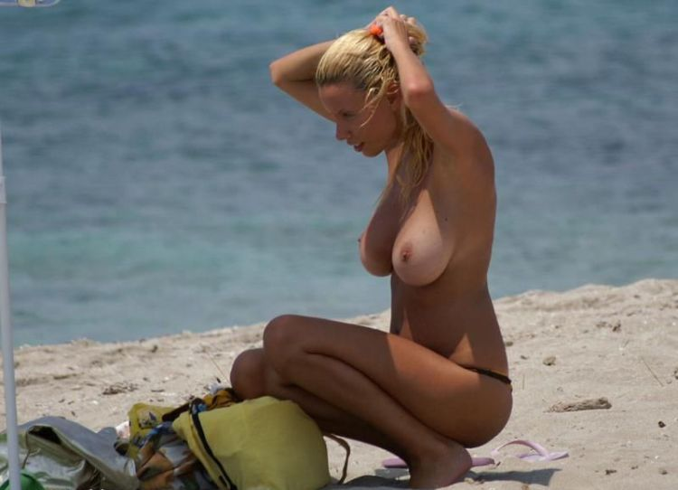 Beauty with a magnificent breasts on the beach - 01