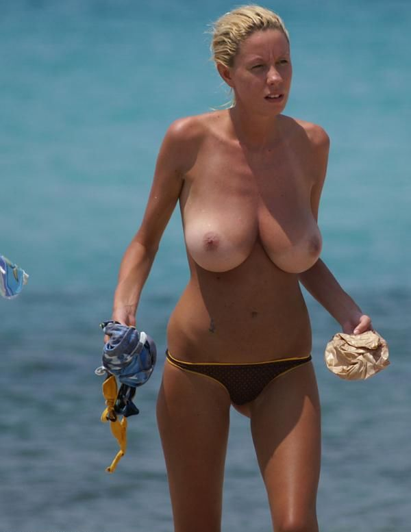 Beauty with a magnificent breasts on the beach - 03