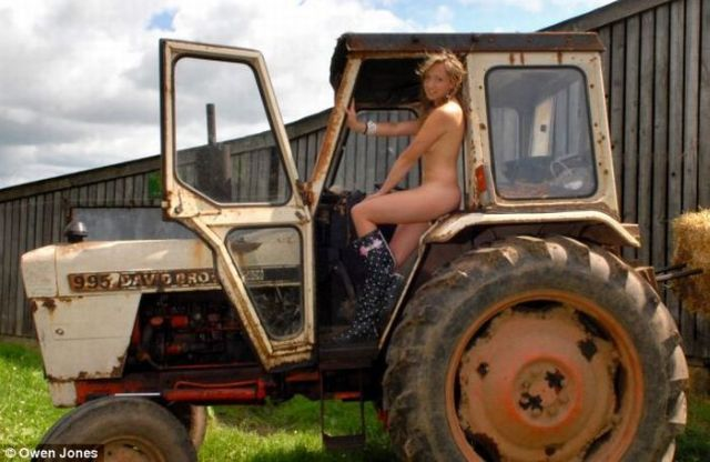 English farm girls had a nude photo shoot for charity calendar - 03