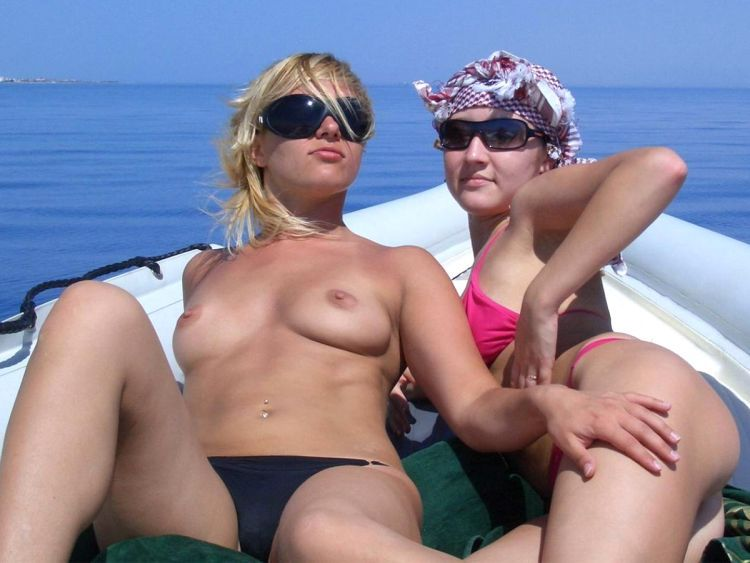 Girls like to be photographed topless on the beach - 29