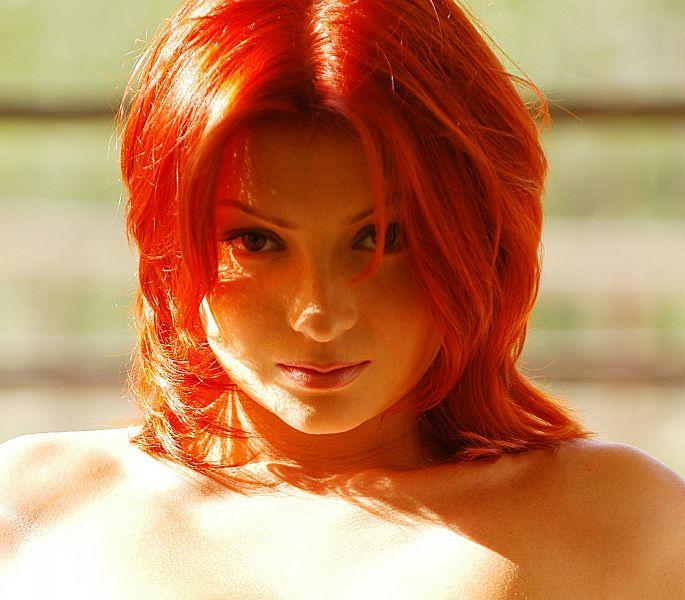 Red-headed beauty - 00