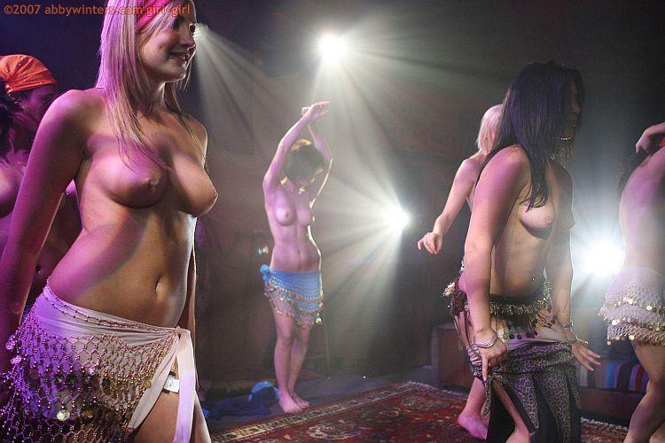 Девчонки Зажигают Танцуют Голые