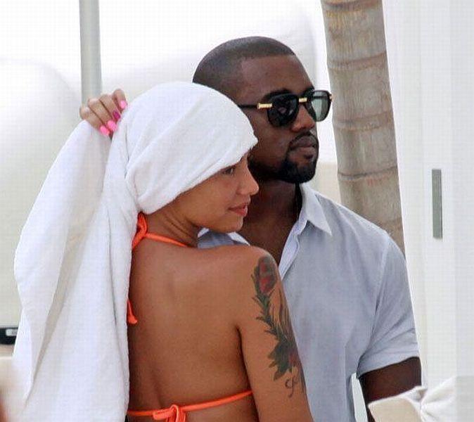 New girl of Kanye West - 00