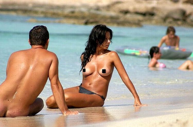 Large selection of topless girls and not only on the beaches - 01