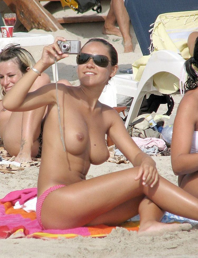 Congratulate, Topless girls in the beach