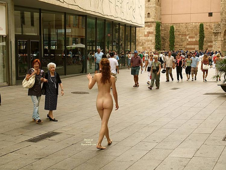 Walking naked on a busy street. Apparently, the girl has no complexes ;) - 07