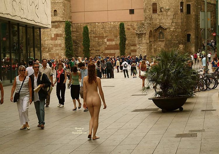 Walking naked on a busy street. Apparently, the girl has no complexes ;) - 08