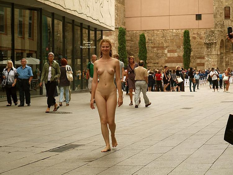 Walking naked on a busy street. Apparently, the girl has no complexes ;) - 09