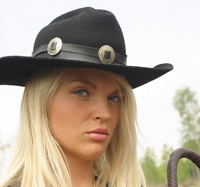 Ines Cunda in the image of a sexy 'cowgirl' - 00
