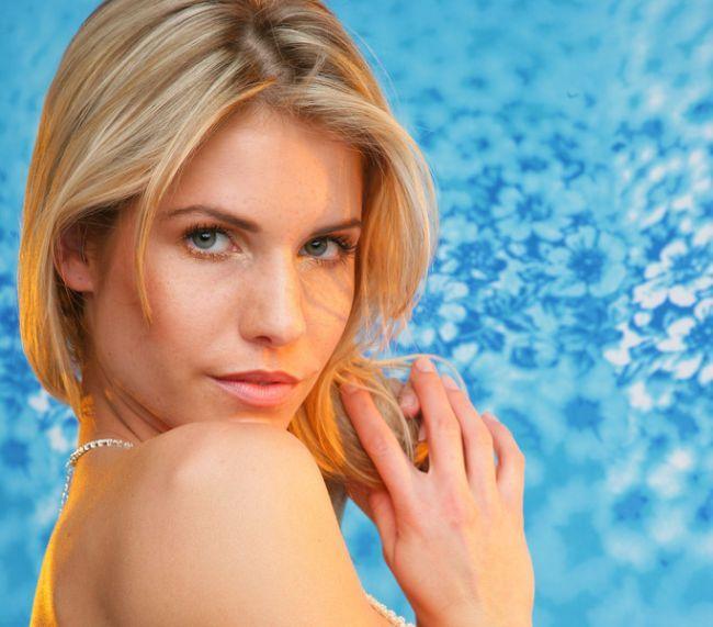 Sexy blonde Iveta - 00