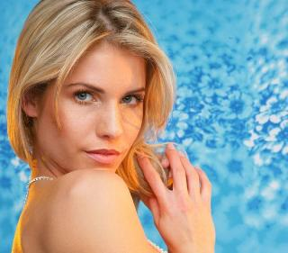 Sexy blonde Iveta